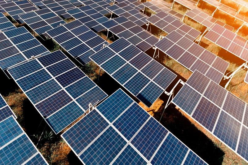 Czym się różnią panele fotowoltaiczne od kolektorów słonecznych?